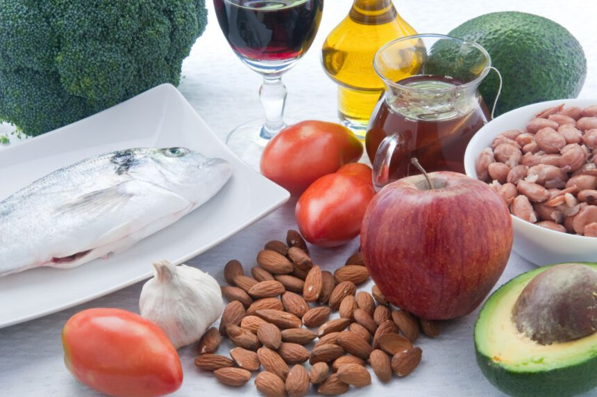 What is a good diet for lowering cholesterol?